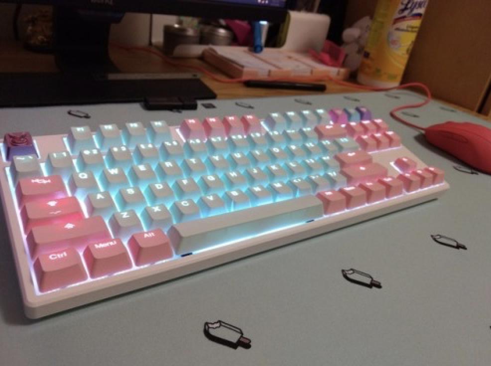 And on op of everyhing he leer  is broken on my keyboard Image
